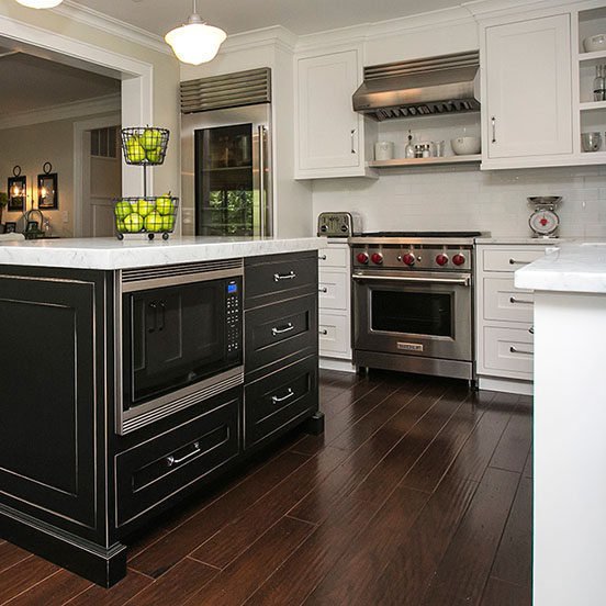 3-traditional-black-alpine-white-kitchen-cabinetry
